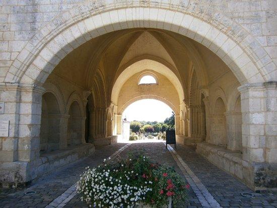 Pons, Frankrike: L'entrée