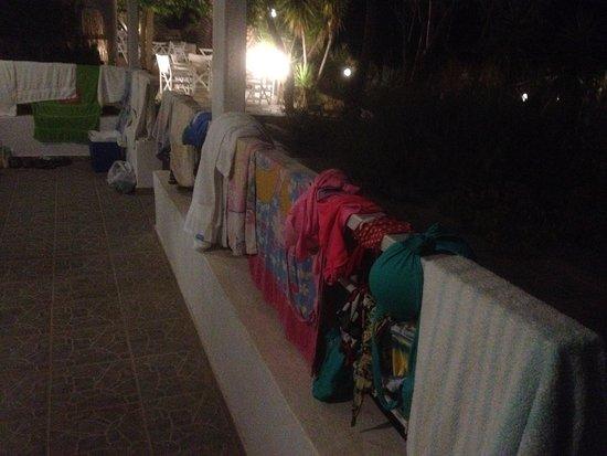 Kymothoi Rooms & Pool Bar : No clothes racks - Clothes hung on railings