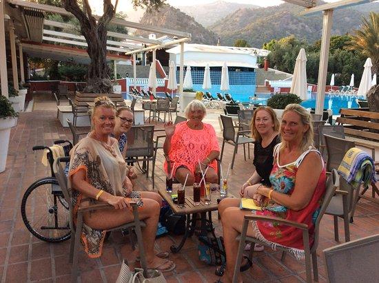 Club Belcekiz Beach Hotel: Drinks round pool bar