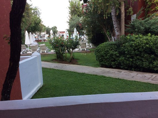 Club Belcekiz Beach Hotel: Ground floor room set in lovely gardens