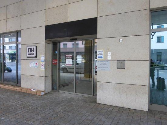 NH Nürnberg City Center: The main entrance - closed