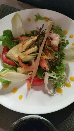 Saint-Hilaire-du-Harcouet, Frankrike: Repas en famille: salades et pâtes