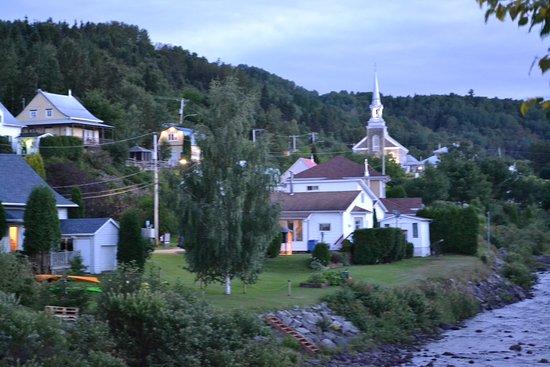 L'Anse-Saint-Jean, Canada: Petit village à proximité