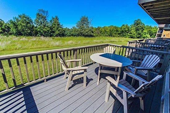 Meadow Ridge Resort: family decks