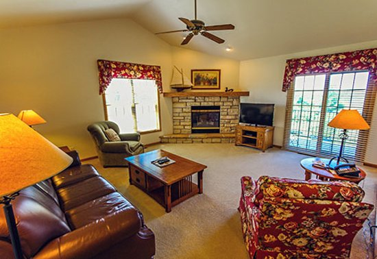 Egg Harbor, WI: spacious livingroom