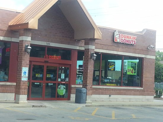 Niles, IL: Front & entrance to Dunkin' Donuts