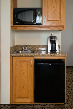 Chanhassen, MN: Kitchenettes in our Family Suites