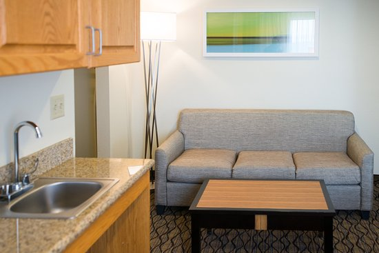 Chanhassen, MN: ADA Two Queen Suite with Sofa and Kitchenette