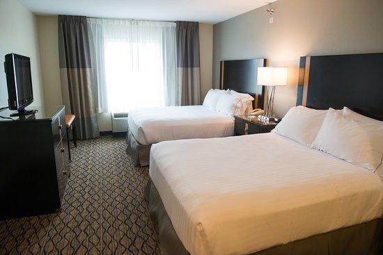 Chanhassen, MN: Two Queen Beds