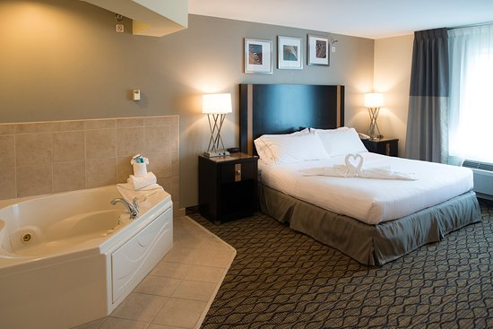 Chanhassen, MN : King Room with Jacuzzi