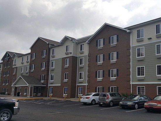 WoodSpring Suites Akron: Exterior