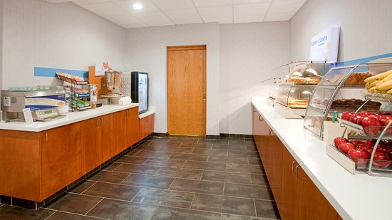 Holiday Inn Express Kearney: Breakfast Bar