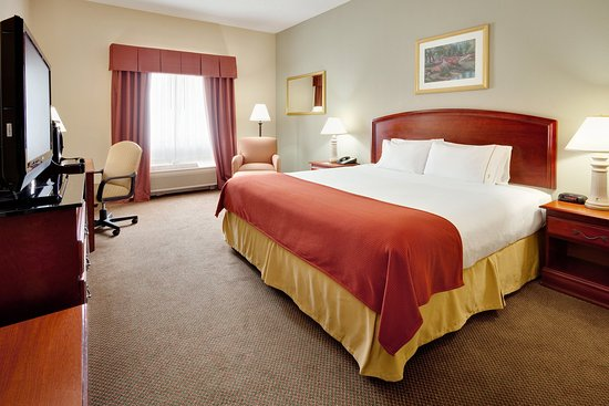 Quakertown, PA: King Bed Guest Room