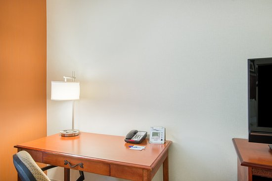 Brattleboro, VT: Desk with large work space