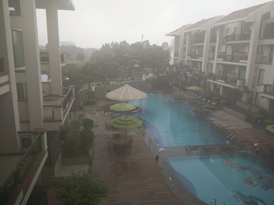Greater Noida, India: Swimming pool view from the room balcony