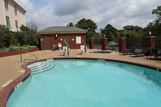 Holiday Inn Express Hotel & Suites Auburn: Swimming Pool