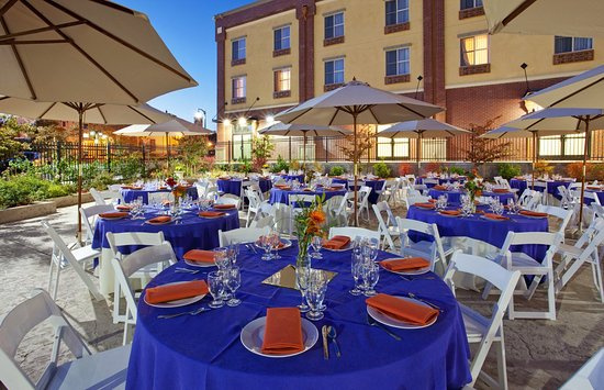 Holiday Inn Express Hotel & Suites Gold Miners Inn-Grass Valley: Grass Valley Hotel, Event Patio