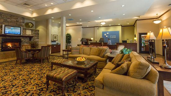 Holiday Inn Express Hotel & Suites Gold Miners Inn-Grass Valley: Hotel Lobby and Front Desk Area