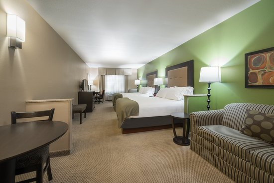 Chippewa Falls, Ουισκόνσιν: Two Queen Bed Executive Guest Room Holiday Inn Express Eau Claire