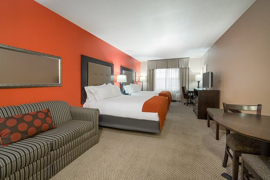 Chippewa Falls, WI: Two Queen ADA Guest Room Holiday Inn Express Eau Claire North