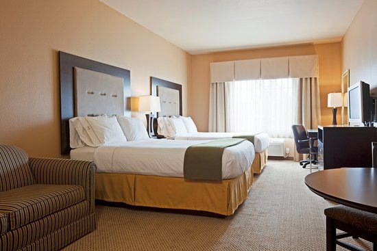 Chippewa Falls, WI: Two Queen Bed Suite Holiday Inn Express Eau Claire North