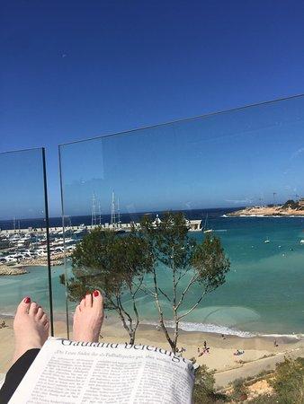El Toro, สเปน: Traumhafte Aussicht, Swimmingpools sind fantastich; das Terrassenrestaurant ideal gelegen. Direk