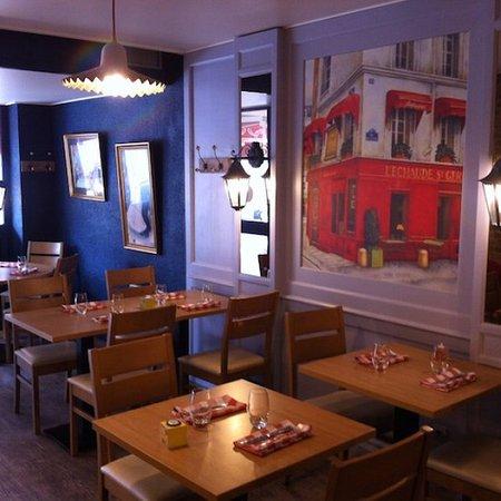 Le P'tit Montmartre : intérieur du restaurant.....