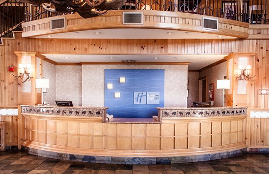 Holiday Inn Express & Suites Elko Front Desk