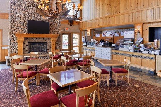 Holiday Inn Express & Suites Elko Breakfast Bar