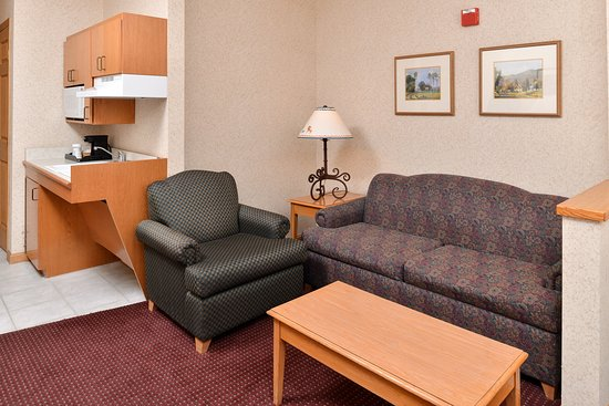 Holiday Inn Express & Suites Elko King Mobility Suite