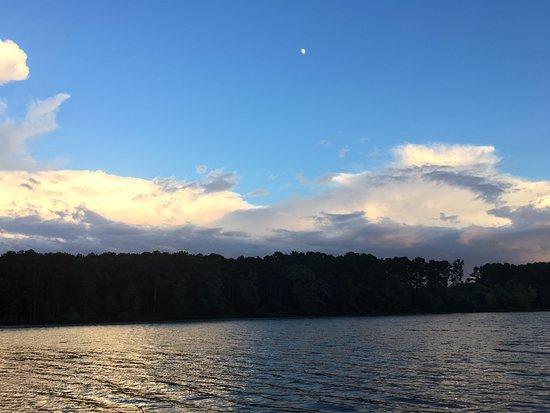 Scottsboro, AL : Skyline by the Guntersville Lake