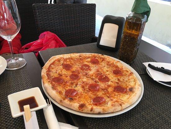 Planeta Sushi Il Patio: Pizza Peperoni