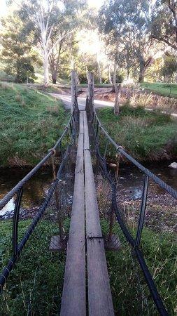 Melrose, Austrália: Swing bridge across the creek