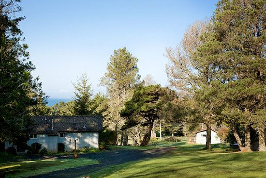 The Andiron -- Seaside Inn & Cabins: Lots of Space to Relax at Pacific Mist