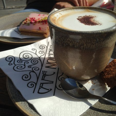 Cappuccino et pâtisserie danoise
