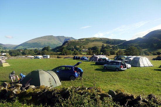 Dalebottom Farm Caravan & Camping Park: The campsite with views of beautiful Blencathra