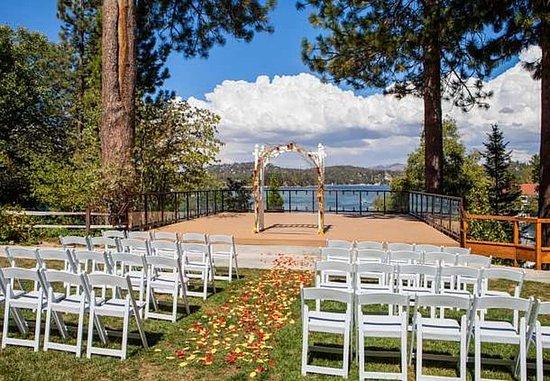 Lake Arrowhead, Kalifornien: Lakeside Wedding Ceremony