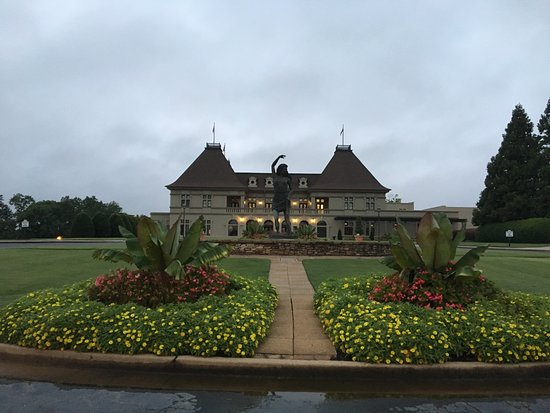 Braselton, GA: Chateau next to the hotel