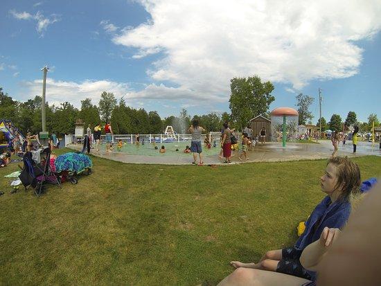 Puslinch, Canadá: Wading pool and splash pad