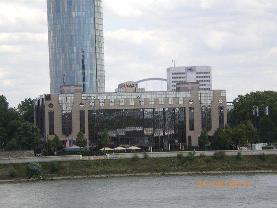 Park Hyatt Paris - Vendome: Hyatt Regency Cologne set fra Rhinen