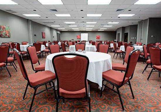 Jonquiere, Kanada: William Price Meeting Room – Rounds Setup