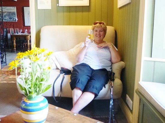 Zennor, UK: Relaxing in very comfy surroundings.