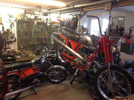 Den Gamle By: garage avec sa mobylette