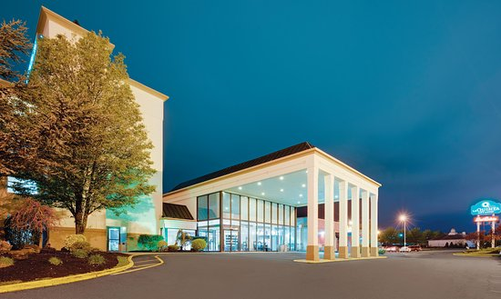 La Quinta Inn & Suites Clifton / Rutherford: Exterior