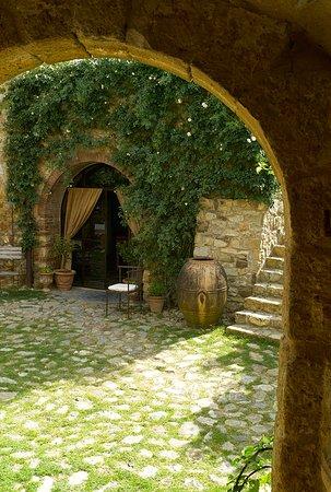 Чиниджиано, Италия: Castello Di Vicarello