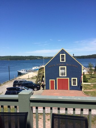 Guysborough, Канада: Deck overlooking the Boat Yard