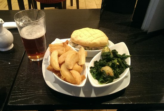 Newcastle Emlyn, UK: Tripple cooked chips, best in the world.