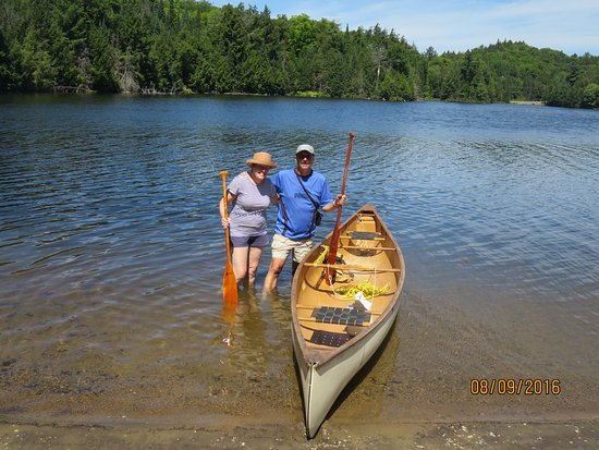 Algonquin Provincial Park, Kanada: Best access to the cairn is by canoe. My wife and I enjoyed a nice paddling to the memorial