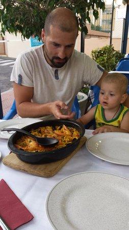 Carnaval: Тимоша заинтересован новой едой и пока сидит на месте )