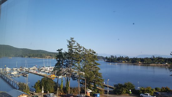 Sooke, Canadá: Our room was on the side of the building and we still had a great view